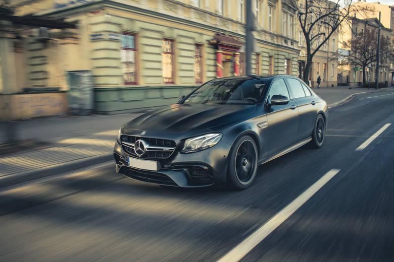 MISTRZOWIE MOTORYZACJI Jak zrobić zdjęcia superbryki? - 7 kluczowych porad jak atrakcyjnie sfotografować samochód