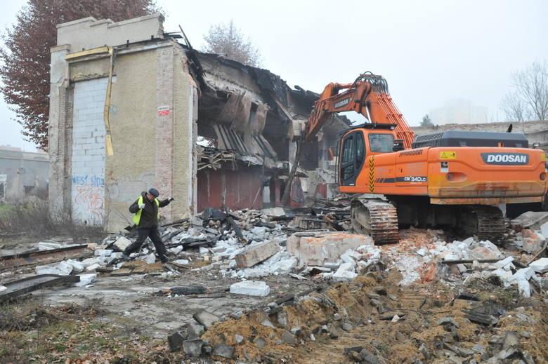 Mapa w Zielonej Górze zmienia się nieustannie. Stare budynki są wyburzane. W ich miejsca powstają nowe inwestycje. Zapraszamy was na krótką podróż w
