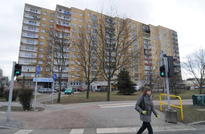 Do tragedii doszło na ulicy Marii Skłodowskiej-Curie. Zgłoszenie bydgoscy strażacy otrzymali o godz. 16.33.czytaj więcej ►zobacz pogodę na weekend: