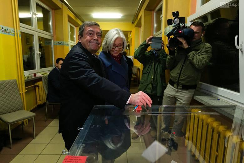 Wybory w Szczecinie: Kandydaci na prezydenta zagłosowali [ZDJĘCIA, WIDEO]