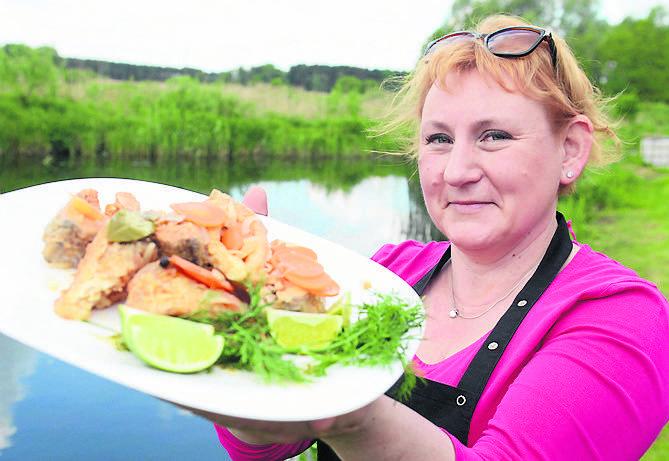 Małgorzata Koza, właścicielka Chaty Rybackiej, stare przepisy na potrawy z ryb zebrała od rybaków i gospodyń z okolic Wojnowa