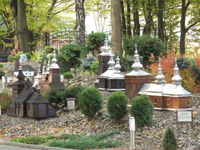 Na terenie ośrodka  w Myczkowcach znajduje się  160 makiet  drewnianych kościołów i cerkwi prawosławnych i greckokatolickich
