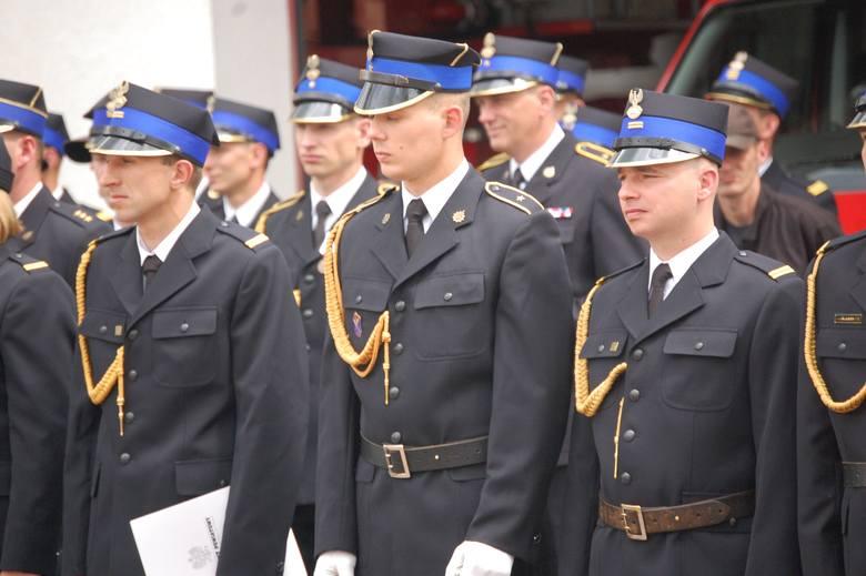 Auta przekazano podczas powiatowych obchodów Dnia Strażaka w Nakle