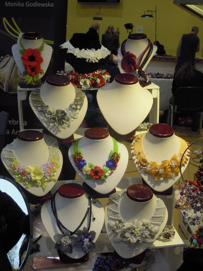 W częstochowskim Klubie Politechnik trwa kolejna Giełda Biżuterii, Wyrobów Jubilerskich, Minerałów i Skamieniałości. Można na niej kupić kamienie z niemal
