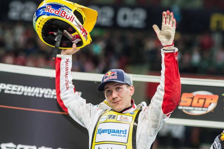 Grand Prix Szwecji w pięknym stylu wygrał Maciej Janowski. Na najniższym stopniu podium stanął Bartosz Zmarzlik.