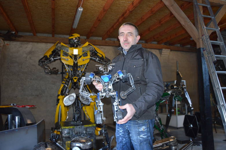 Sztuka ze złomu. 80 procent każdego robota z Łącznika stanowią części mechaniczne odzyskane ze złomowanych pojazdów.