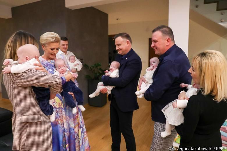 Prezydent RP Andrzej Duda z żoną odwiedził sześcioraczki z Tylmanowej [ZDJĘCIA]