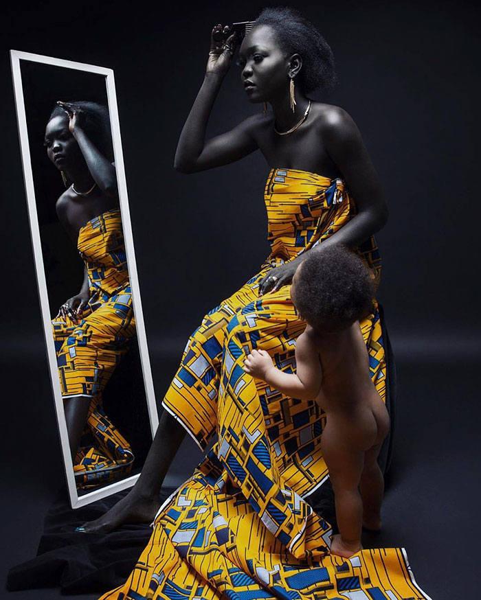 Nyakim Gatwech to modelka pochodząca z południowego Sudanu. Ma 24 lata i bardzo charakterystyczną urodę - nietypowy, wyjątkowo ciemny kolor skóry. Nyakim