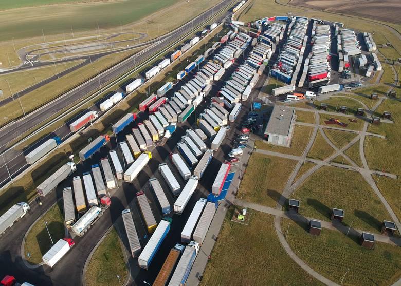 Ciężarówki na MOP-ie Hruszowice na autostradzie A4.