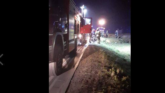 Do poważnego wypadku doszło w nocy z środy na czwartek (22/23 kwietnia). Młody kierowca rozbił bmw na drodze wojewódzkiej 713 między Sangrodzem a Tobiaszami