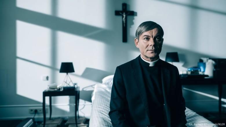 """""""Czy Bóg wybaczy siostrze Bernadetcie?"""" - zastanawiała się w głośnym reportażu Justyna Kopińska. Dziennikarka opisała wstrząsające"""