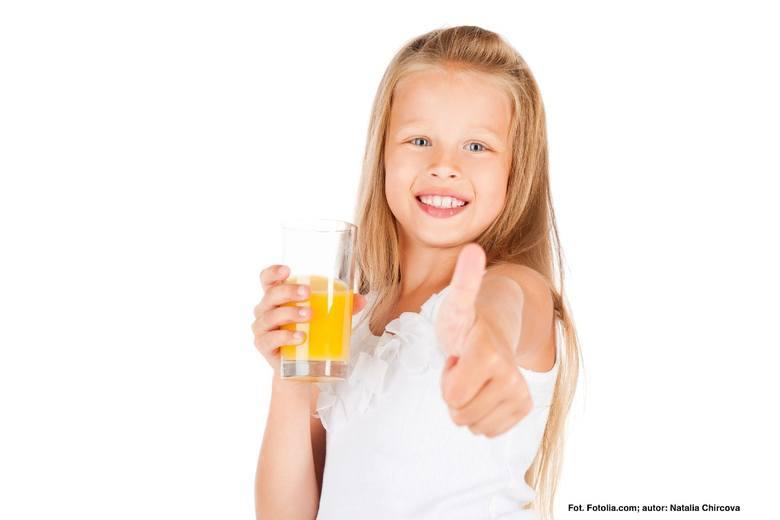 Nie zabraniajmy dzieciom pić soków