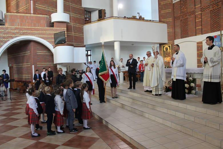 W kościele Świętej Królowej Jadwigi na os. Rąbin odbyła się inauguracja roku szkolnego 2017/2018 w Szkołach Katolickich w Inowrocławiu. Mszy św. przewodniczył