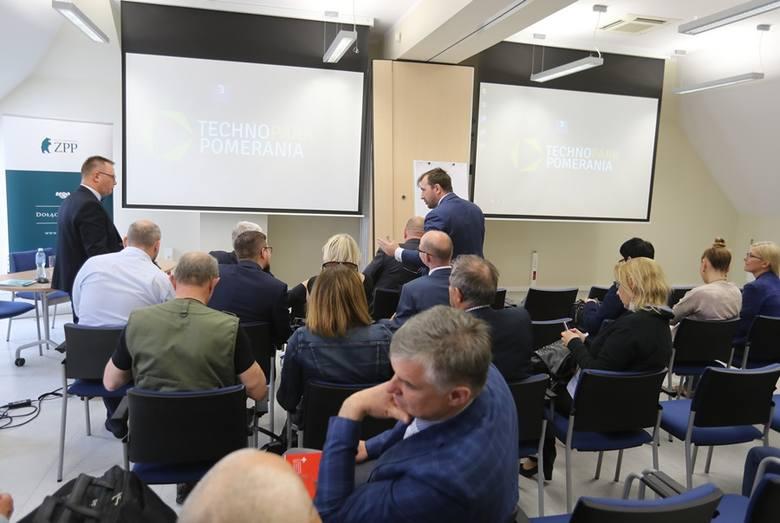 W spotkaniu wzięli udział (od prawej) prof. Robert Gwiazdowski, przewodniczący rady nadzorczej ZPP, prezes ZPP, Cezary Kaźmierczak, a prowadził Robert Bodendorf, prezes Zachodniopomorskiego ZPP