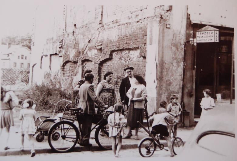 Szprotawa tuż po wojnie. Na zdjęciu zaplecze dzisiejszej ulicy Bronka Kozaka