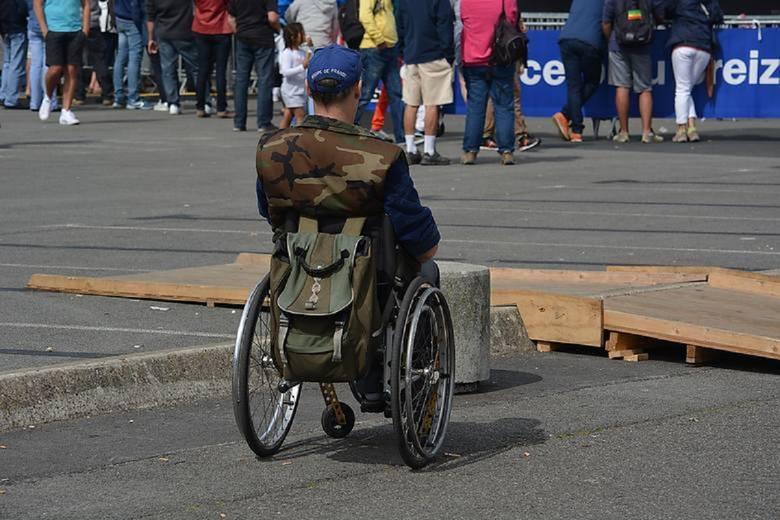 500 plus dla niepełnosprawnych dorosłych, którzy wymagają całodziennej opieki ma być wypłacane od października 2019 - tak zadeklarował premier Mateusz
