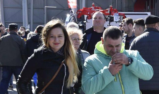 W Kielcach trwają największe targi rolnicze w kraju. Na Agrotech przyjechały tysiące osób - młodzieży, grup zorganizowanych rolników ze związków i organizacji,