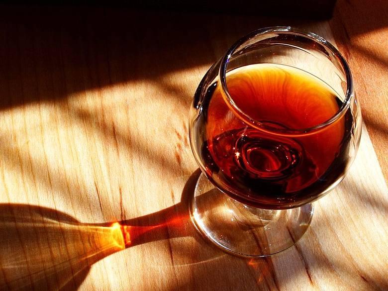Alkohole. Wino coraz bardziej popularne wśród konsumentów