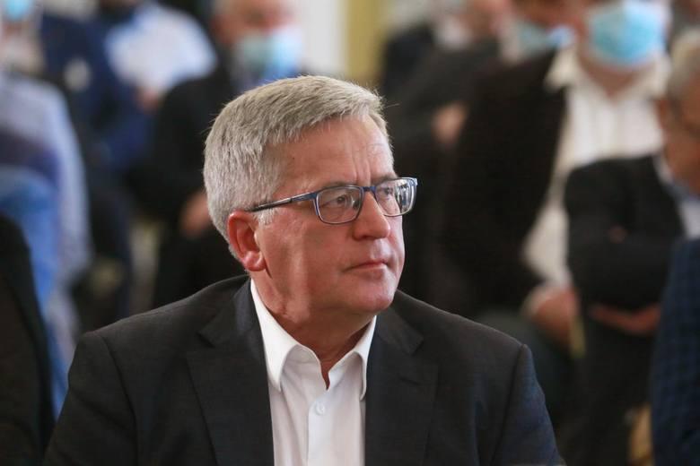 Były prezydent Bronisław Komorowski od kilku dni choruje na koronawirusa.