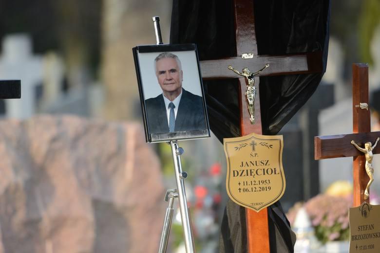 Tragicznie zmarły Janusz Dzięcioł, były poseł i szef świeckiej straży miejskiej, został pochowany w czwartek na cmentarzu na olsztyńskim osiedlu Gutkowo.