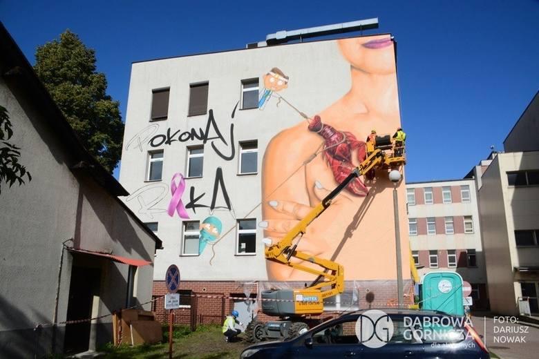 W ramach zachęcania Polek do badań i profilaktycznej mastektomii Katarzyna Stachowicz firmuje powstawanie w miastach województwa murali przestrzegających