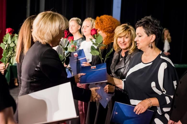 Dziś (14 października) Dzień Edukacji Narodowej. Z tej okazji 275 bydgoskich nauczycieli otrzymało nagrody prezydenta Bydgoszczy. Uroczystość odbyła