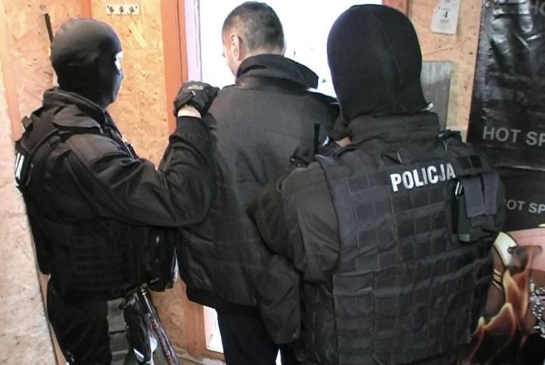 Groźny handlarz narkotykami zatrzymany. Ścigany czterema listami gończymi miał prawie pół kilograma amfetaminy (zdjęcia, wideo)