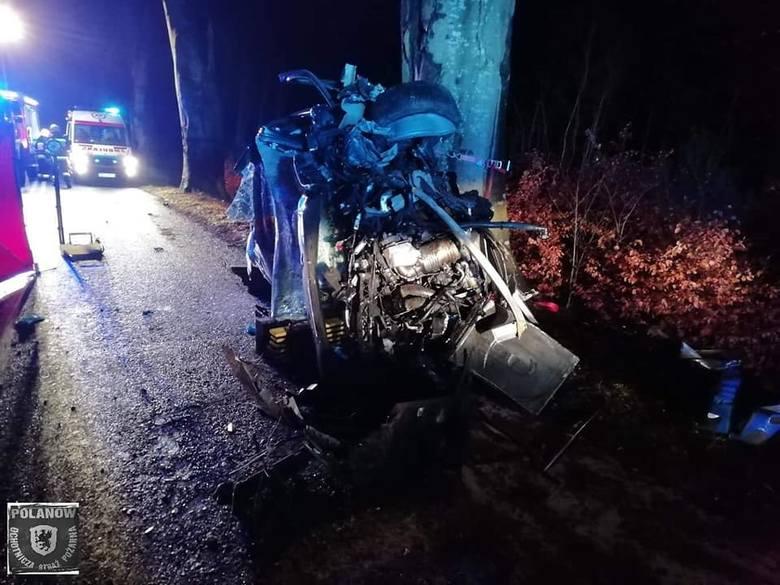Do tragicznego wypadku doszło w poniedziałkowe popołudnie na drodze wojewódzkiej 206 na odcinku Polanów - Nacław.Według wstępnych ustaleń, kierujący