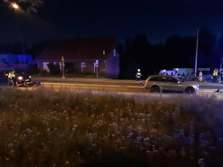 Strażacy zgłoszenie o wypadku otrzymali o godz. 21.15. Uległ mu motocyklista jadący ul. Gdyńską w Koziegłowach w piątek, 31 lipca.- Motocykl zderzył