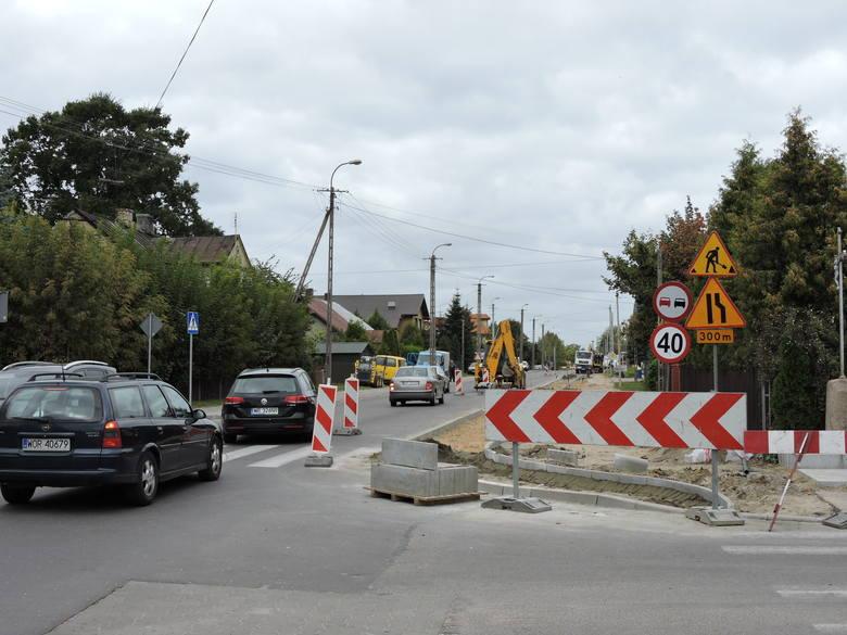 W Ostrowi na ulicy Sikorskiego trwa budowa ścieżki rowerowej
