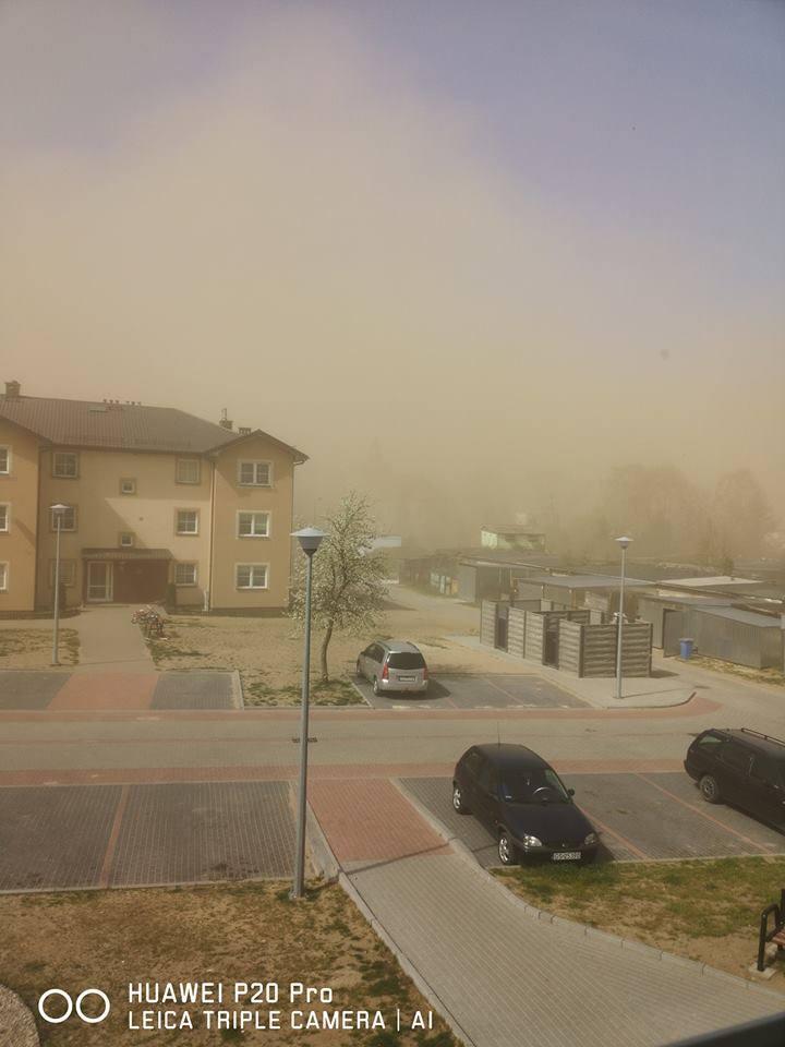 W naszym regionie silnie wieje, a nad Polskę dotarł pył znad Sahary. Meteorolodzy ostrzegają, że ogromna ilość piasków Sahary zostanie zepchnięta w stronę