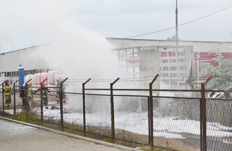 Do zdarzenia doszło w poniedziałek przed godz. 17 na terenie jednej z firm przy ul. Lwowskiej w Przemyślu. Spłonęła ukraińska ciężarówka do połowy wypełniona