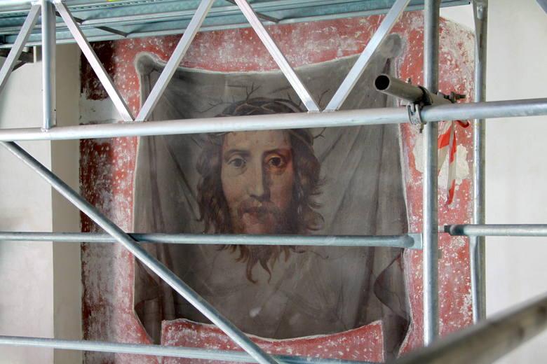 Przedstawienia wizerunku Chrystusa na chuście na jednej ze ścian kaplicy Firlejów.