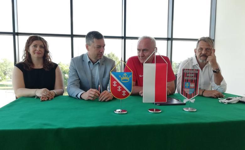 W sobotę w Nowinach odbyła się uroczystość podpisania umowy, na mocy której Świętokrzyski Związek Piłki Nożnej objął patronatem Szkolę Mistrzostwa Sportowego