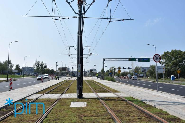 Kiedy przebudowaną trasą pojadą tramwaje? Według wstępnych zapowiedzi bimby miały wrócić na Górny Taras Rataj na początku września, jednak na razie nie