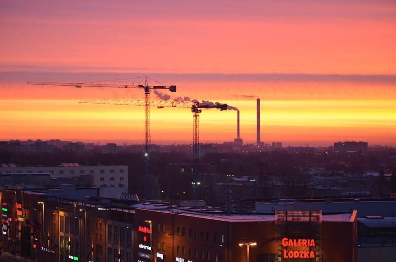 Poranek w centrum Łodzi. Zobacz wschód słońca nad miastem [ZDJĘCIA CZYTELNIKA]