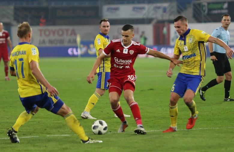 Choć ma dopiero 21 lat, w zespole Piasta od kilku sezonów jest ważną postacią. Dziczek świetnie zastępuje sprzedanego niedawno Radosława Murawskiego.