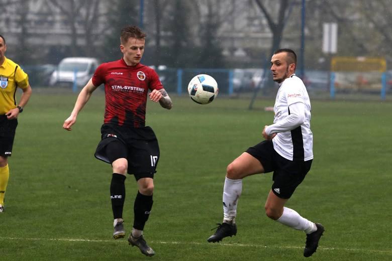 Chociaż piłkarze Wólczanki Wólka Pełkińska przegrali z KSZO Ostrowiec Św, to jednak utrzymali się w 3 lidze