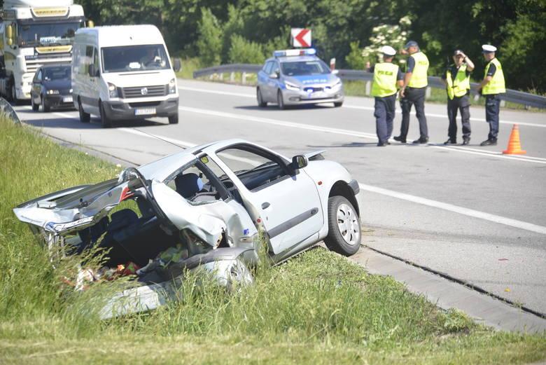 Dziś po godzinie 14.00 doszło do bardzo groźnego zdarzenia na drodze krajowej nr 10 w miejscowości Karnkowo (gm. Lipno). Ze wstępnych ustaleń wynika,