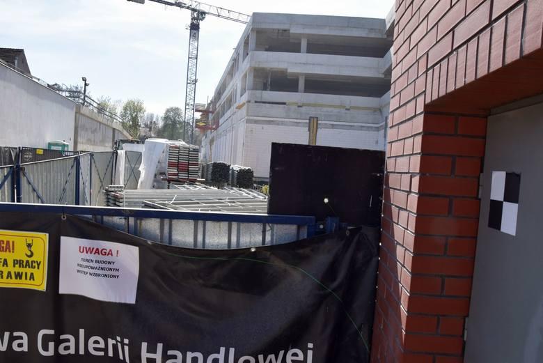 Trwa rozbudowa galerii Focus Mall. Nie tylko mieszkańcy czekają na zakończenie inwestycji i na wiadomość, że w takich miejscach będzie można już bez przeszkód robić zakupy