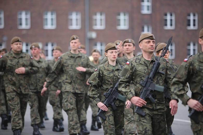 Zgodnie z decyzją Ministra Obrony Narodowej od 1 kwietnia 2020 roku wzrosły stawki uposażenia zasadniczego żołnierzy zawodowych. Na następnych slajdach