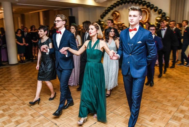 Uczniowie i nauczyciele II Liceum Ogólnokształcącego w Bydgoszczy bawili się na balu studniówkowym w Hotelu City. Zapraszamy do obejrzenia zdjęć z w