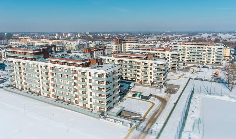"""Na osiedlu Gołębiów II w Radomiu zakończyła się budowa bloków w ramach projektu """"Apartamenty Magnoli"""". Wszystkie mieszkania zostały sprzedane, potencjalni"""