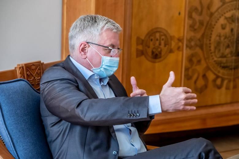 - Pchanie na siłę wyborów pocztowych, prędzej czy później, będzie się wiązało z odpowiedzialnością karną wicepremiera Sasina i premiera Morawieckiego - mówi Jacek Jaśkowiak.