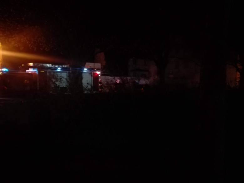 Dzisiejszej nocy, dokładnie od godz. 1.24, strażacy odbierali informacje o kolejnych pożarach nawet co minutę. W ogniu stanęło  aż osiem samochodów!