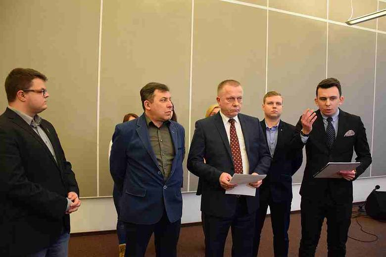 Kukiz'15 chce referendum w sprawie przyjęcia imigrantów do Polski.