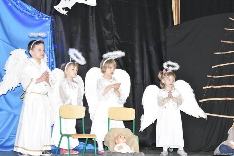 To był siódmy gminny przegląd przedstawień świąteczno-noworocznych i jasełek w Kęsowie. W tym roku na scenie pokazało się dziewięć grup. - Uczestnicy