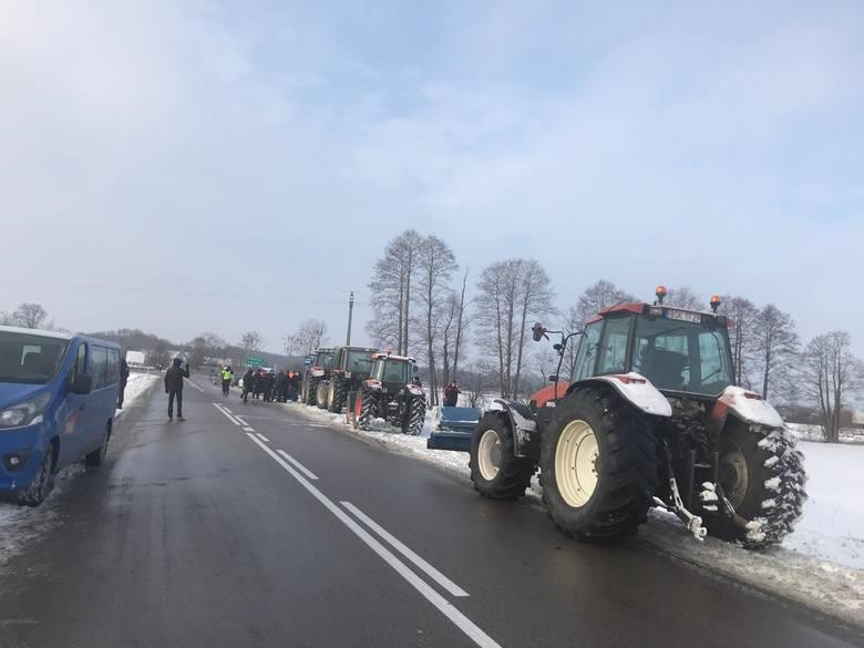 Powstanie Chłopskie 2019: Rolnicy zapowiedzieli protesty w całej Polsce. Zablokowali m.in. krajową ósemkę [ZDJĘCIA]