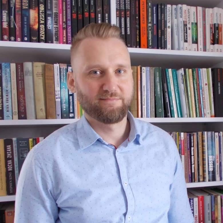 Łukasz Henel jest autorem kilku książek utrzymanych w duchu grozy i fantastyki. Spod jego pióra wyszły także podręczniki z zakresu filozofii