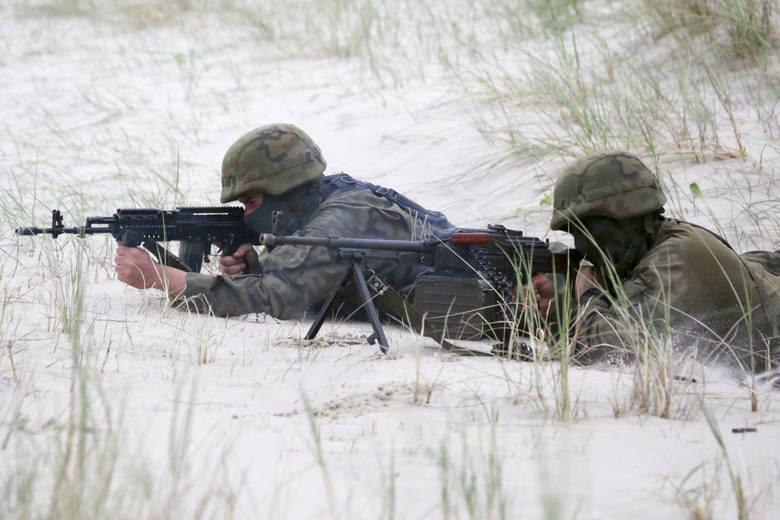 Żołnierze zawodowi w tym roku dostali podwyżkę. Minister obrony narodowej podpisał rozporządzenie ws. stawek uposażenia zasadniczego żołnierzy. Podwyżki
